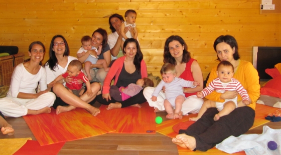 9-yoga-mamas-y-bebésweb